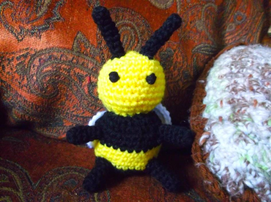 Crochet bumble bee amigurumi toy stuff animal