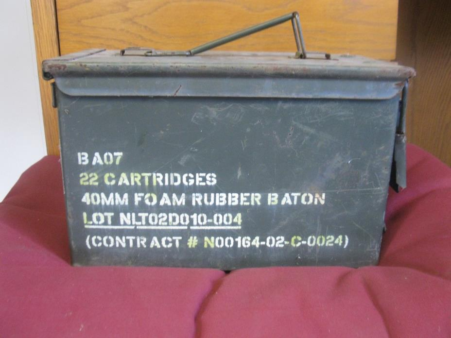 Vintage US Army Marines cartridge Box BA07 22 Cartridges 40mm rubber baton #368