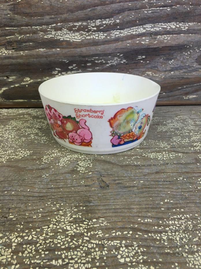 vintage 80's STRAWBERRY SHORTCAKE children's DEKA plastic cereal bowls