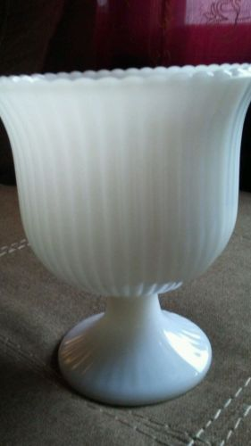 Vtg. MILK GLASS FOOTED BOWL PEDESTAL VASE E. O. Brody CO. Cleveland, Ohio M3000