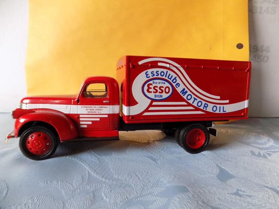 Liberty Classics Die Cast 1942 Chevy Box Truck Esso Lube Collector BankJ