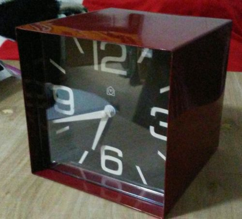 Retro Wall Clock Metal Cube Red Decor
