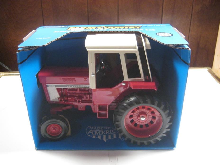 1976 Ertl Farm Country International 1586 vintage toy Tractor 1:16 scale diecast