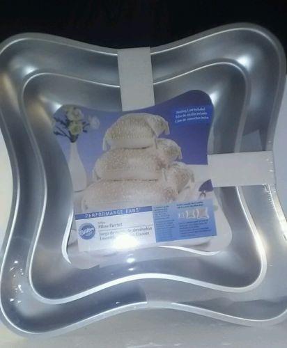 Wilton 3-Tier pillow pan set
