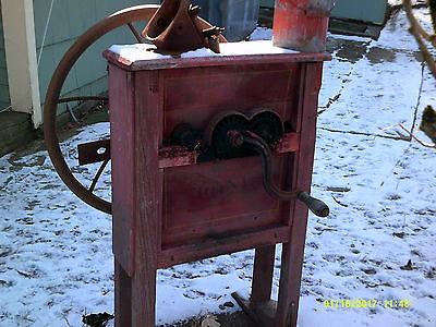 International Harvester corn sheller..works! or 4 parts.. antique farm equipmnt