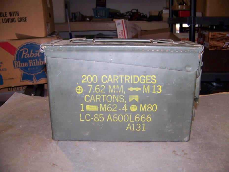VINTAGE US Military Ammo Box Metal 7.62MM 200 Cartridges For M.G. M60-M73