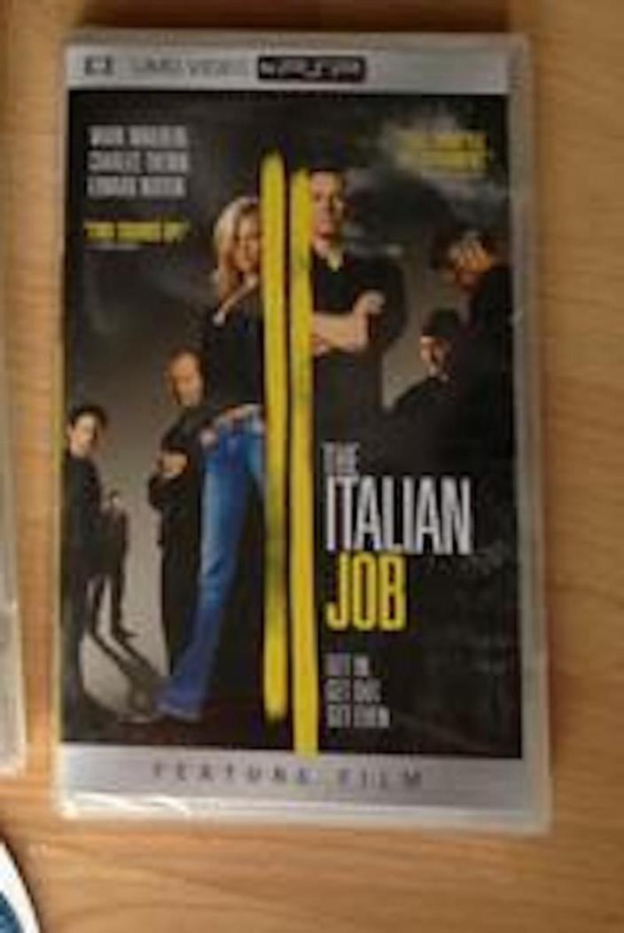 SONY PSP MOVIE THE ITALIAN JOB CHARLIZE THERON MARK WAHLBERG UMD VIDEO W/CASE