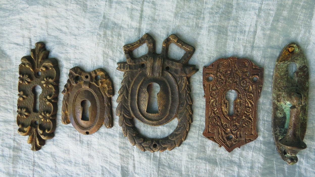 5 ASSORTED Old Vintage Antique Cast Bronze ORNATE Key Hole Covers Escutcheons