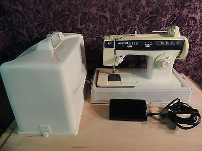 Singer Merritt 1862 Sewing Machine POWERS BUT NOT TESTED
