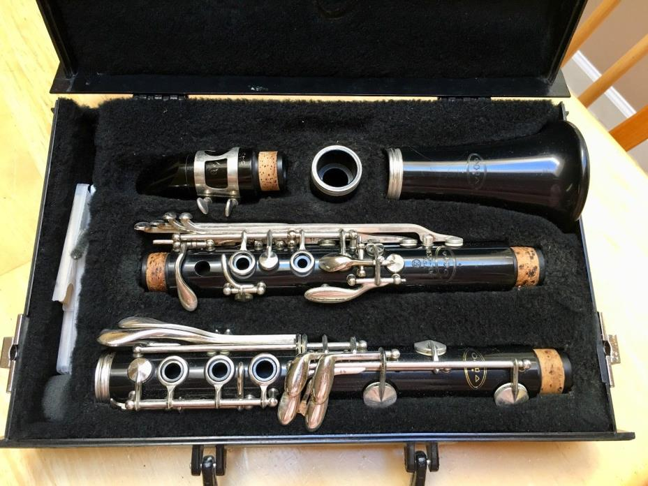 Vito Clarinet with Vandoren mouth piece, in case-Used