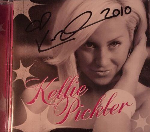 Autographed Kellie Pickler 2008 CD ????