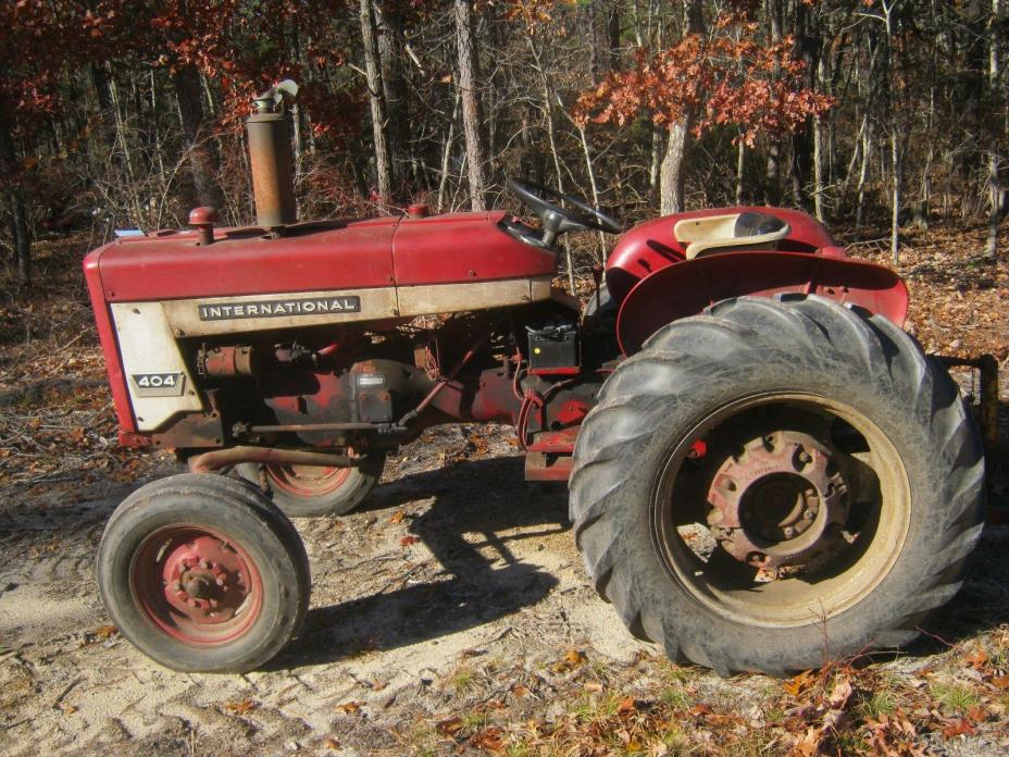 International Farmall IHC 404 Tractor McCormick Deering