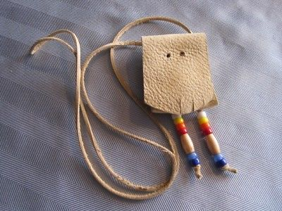 Vtg DEER HIDE Pouch Purse Pendant  Dangly Beads Hide String Necklace Beautiful
