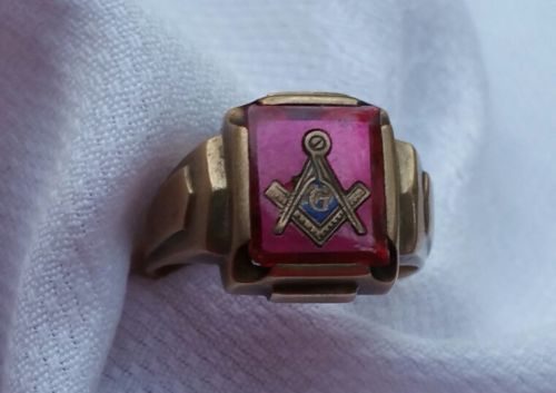 VINTAGE MASONIC RING COLLECTABLE 10KT GOLD