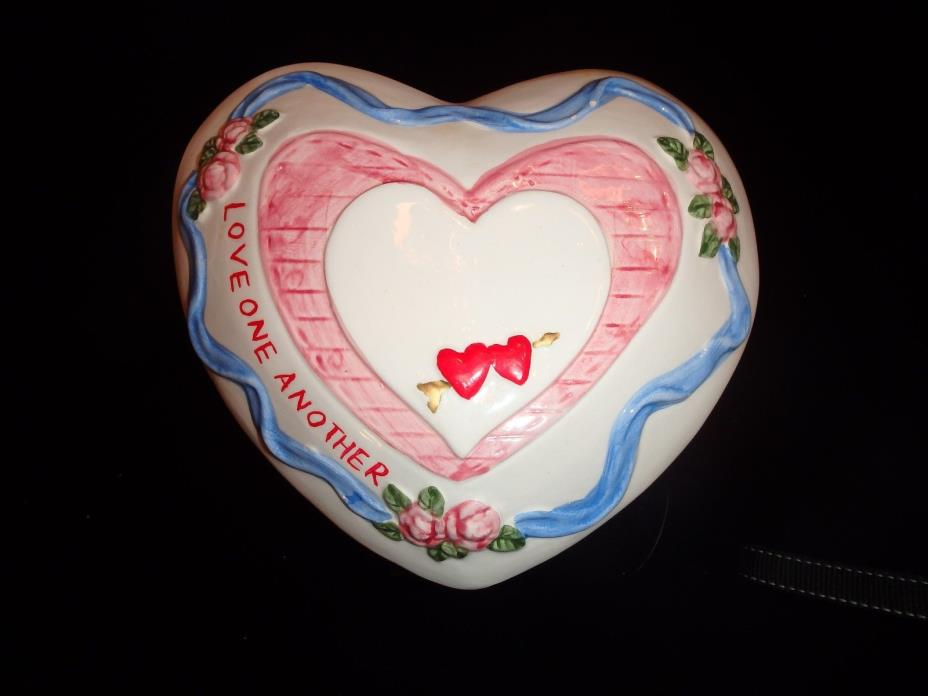 VALENTINE'S DAY CERAMIC HEART SHAPED CANDY DISH HOLDER