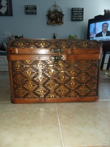 Small treasure chest trinket box container wicker wood locking lid weave trunk