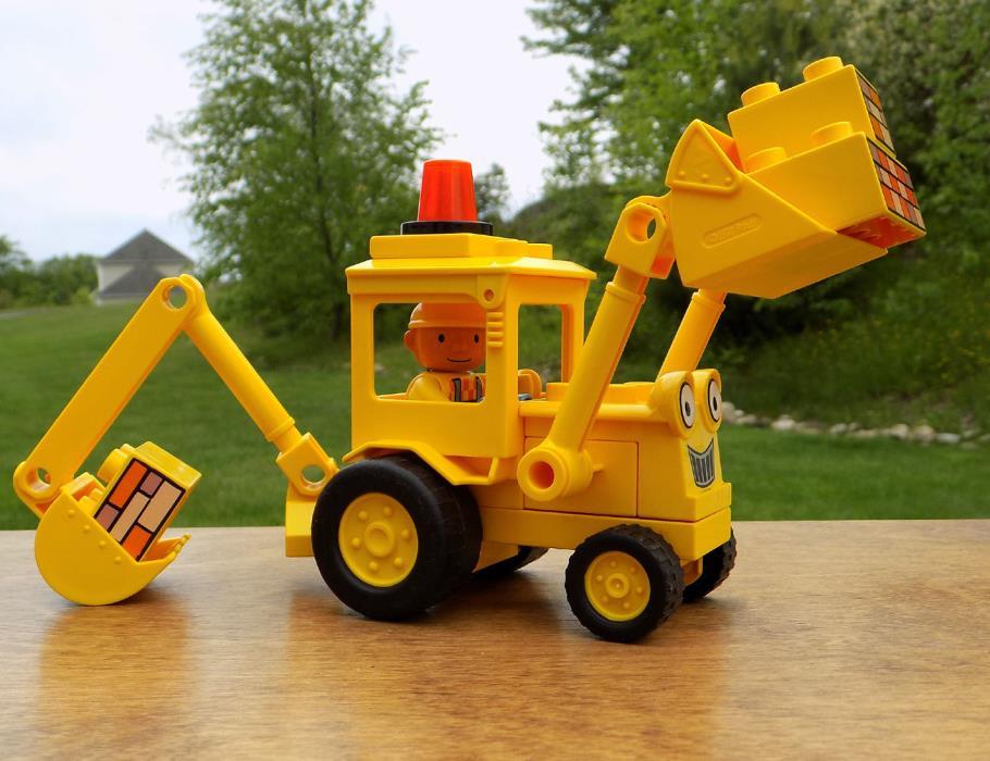Bob the Builder LEGO DUPLO SCOOP Digger Truck Toy & Duplo Bob the Builder figure