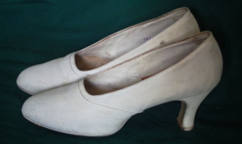Vintage White Faille Covered Leather Shoes 4 1/2