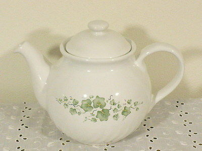 Corelle Callaway Ivy (7) cup Teapot Stoneware