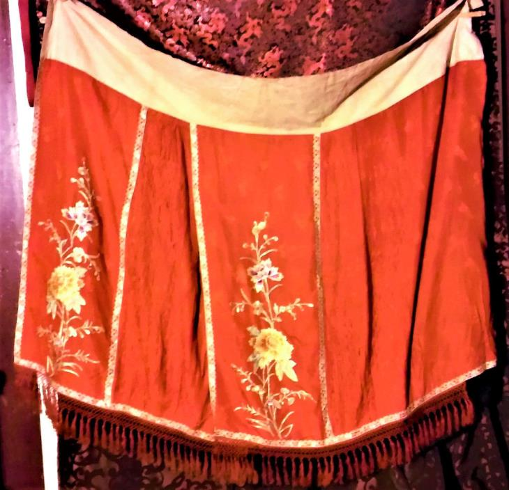 Antique Chinese Silk Embroidery Honeycomb Pleated Robe Skirt Qing Embroidered !!