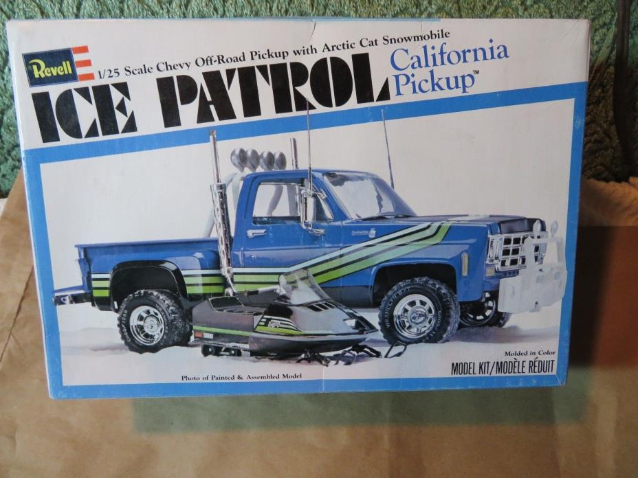 Revell 1/25 Scale Chevy Off-Road Pickup Arctic Cat Snowmobile Ice Patrol
