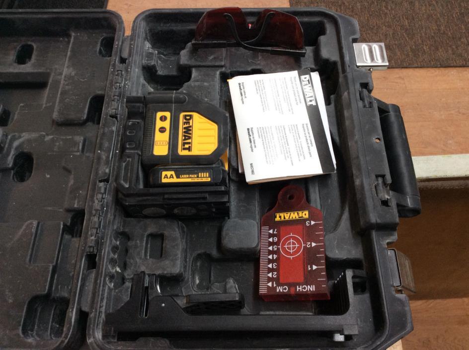 DEWALT DW088LR 12V Cross Line Laser W/ Accessories & Case! Tested! Works!
