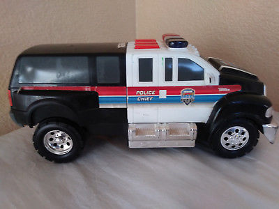 TONKA RESCUE FORCE POLICE CHIEF TOY TRUCK BATTERY OPERATED HASBRO COP VEHICLE