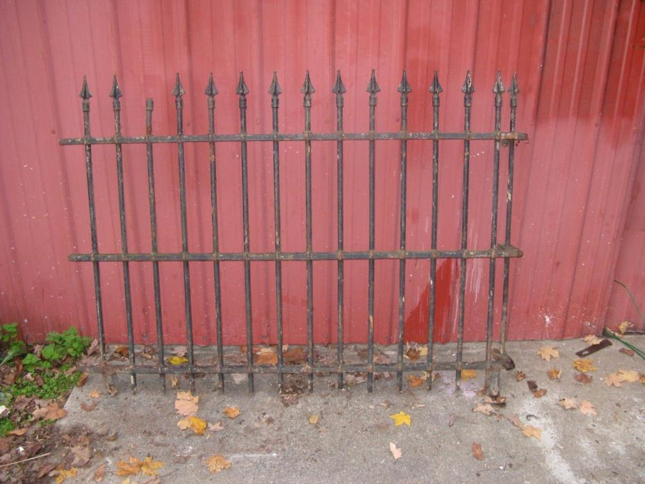 22 FEET HEAVY VINTAGE IRON FENCE--42 IN TALL