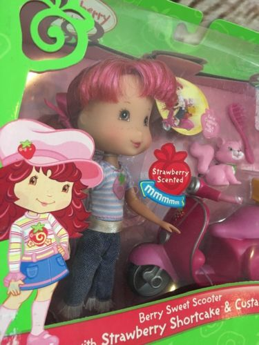 2006 Strawberry Shortcake Doll Berry Sweet Scooter Bike Strawberry Scented! New
