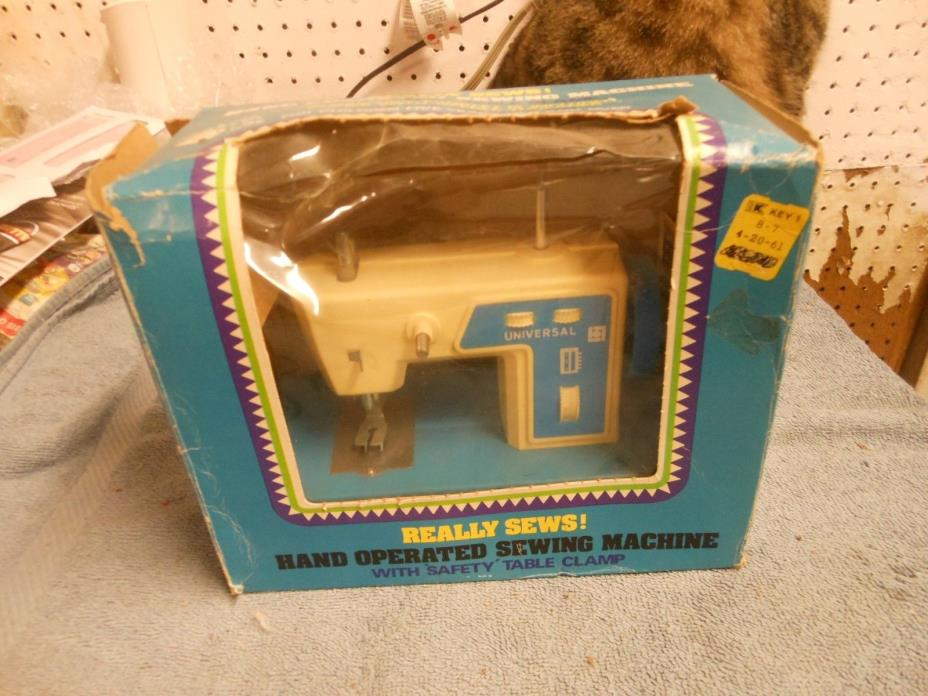 vintage 1981 hand operated childs plastic sewing machine 6