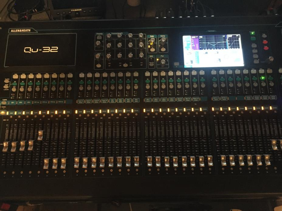 Allen & Heath Qu-32C MFR-USED Qu Chrome 38-in/28-out Digital Mixing Console