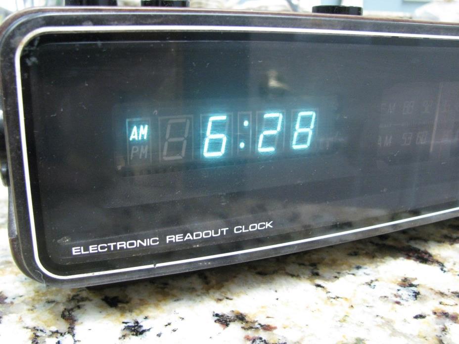 Vtg Panasonic Electronic Readout AM/FM Clock Radio Model RC-300 Made in Japan