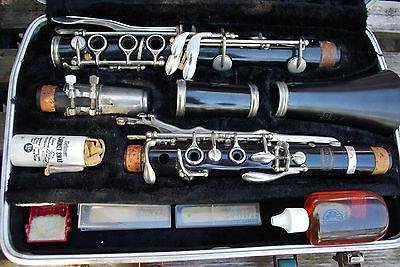 Vintage BUNDY Clarinet w/ Case + Accessories