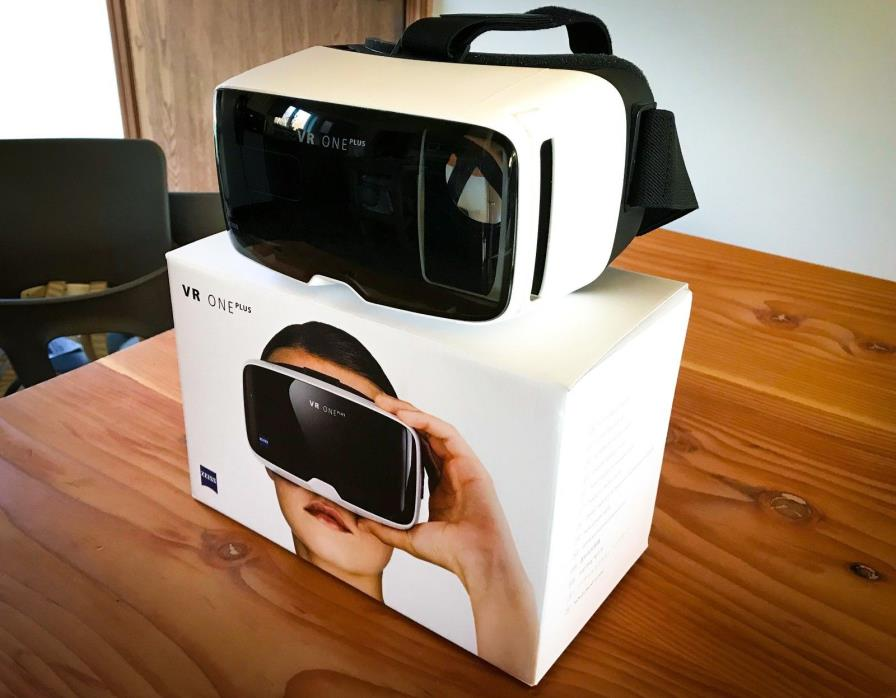 Zeiss VR One Plus Virtual Reality Head Set
