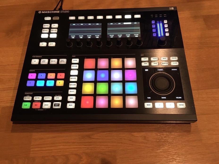 Native Instruments Maschine Studio - Black With Komplete 11 Select