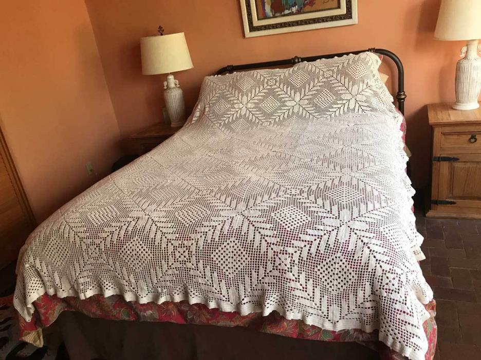 Antique Hand-Knitted Cotton Crochet Lace White Bedspread Coverlet Full/Queen