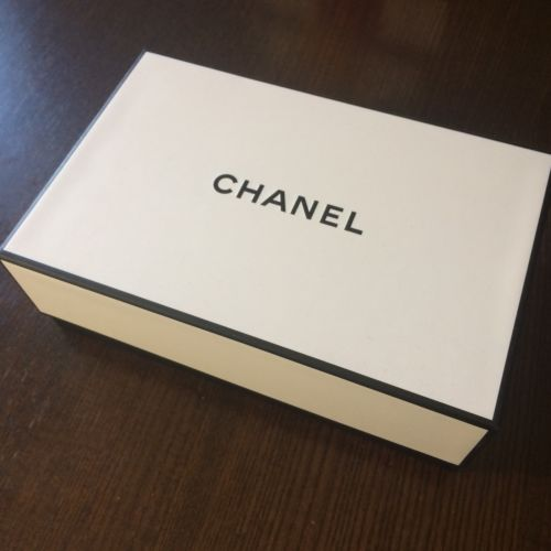 CHANEL Black & White Signature Gift Box 8.75x5.75x3  w/Tissue & Filler New