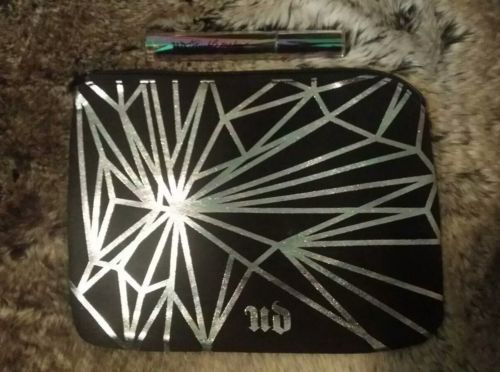 URBAN DECAY VICE MAKEUP BAG + FULL SIZE TROUBLEMAKER MASCARA