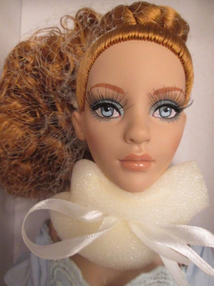 Blue Butterfly Glinda the Good Witch Tonner Doll NRFB Evangeline Ghastly Body