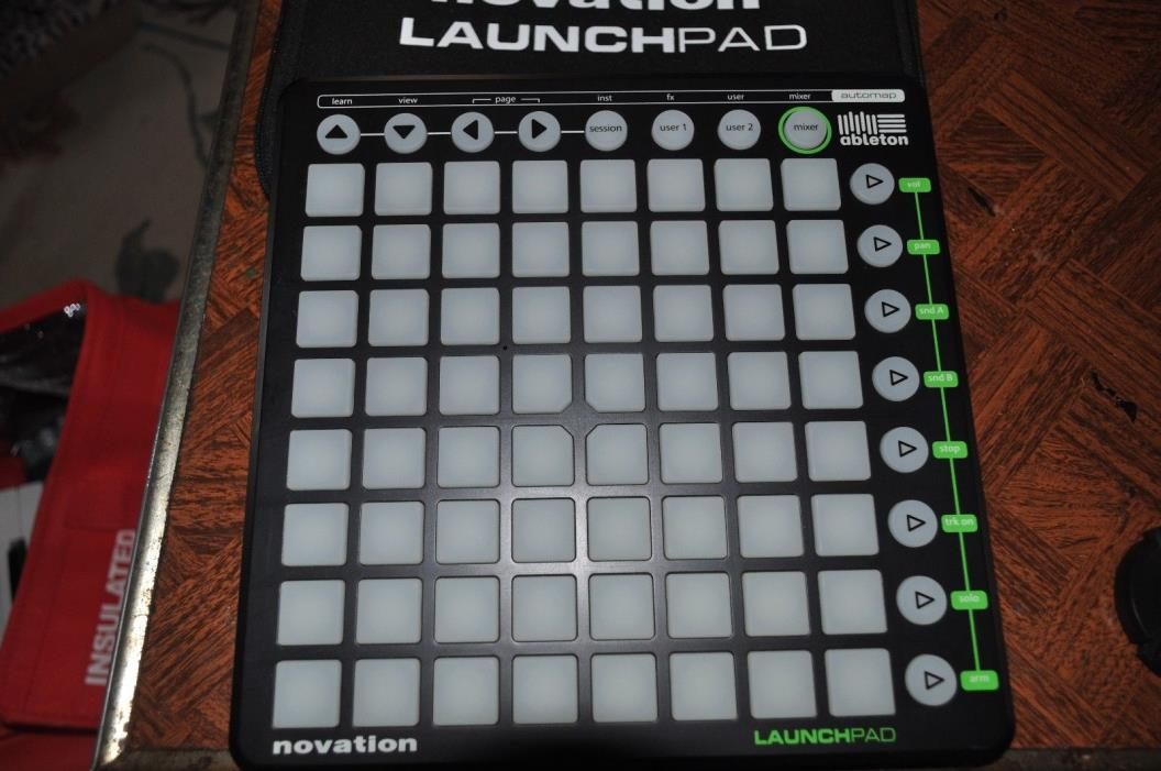 Novation Launchpad NOVLPD01 (green logo) with original gig case and usb cable