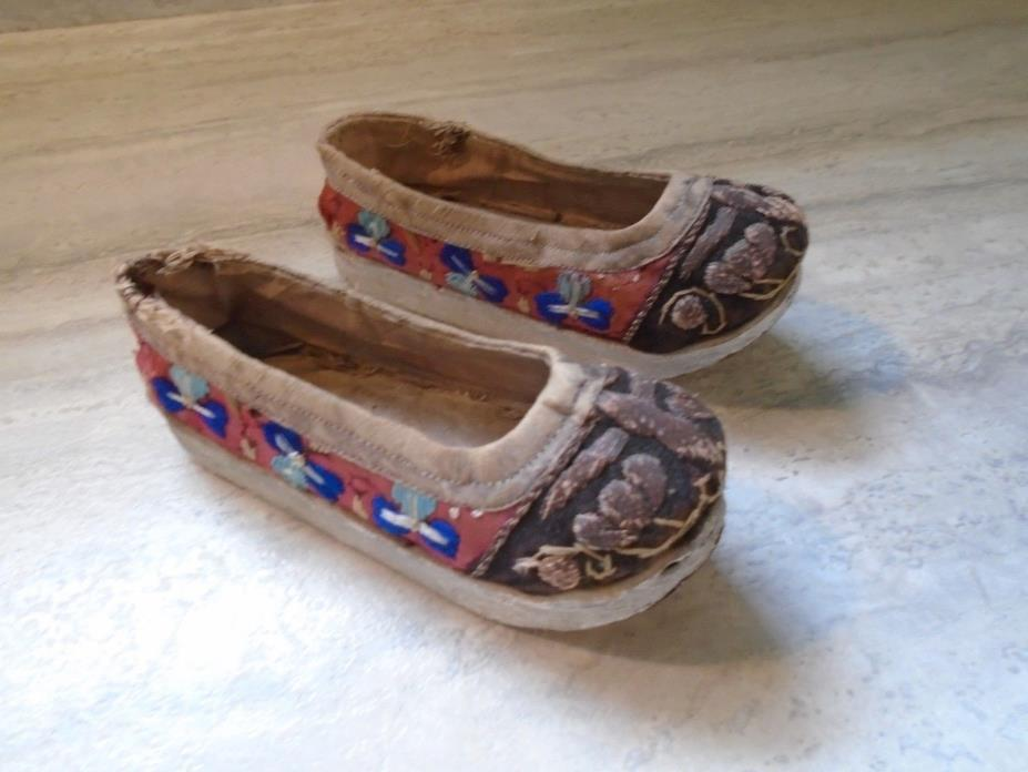 ANTIQUE EMBROIDERED CHINESE ASIAN CHILD'S BINDING SHOES