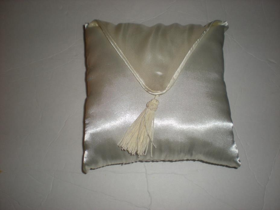 Wilton Wedding Ivory Ring Bearer Pillow with Tassel Decoration NEW in Box