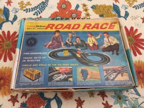 Vintage Eldon deluxe ROAD RACE slot car set 1/32
