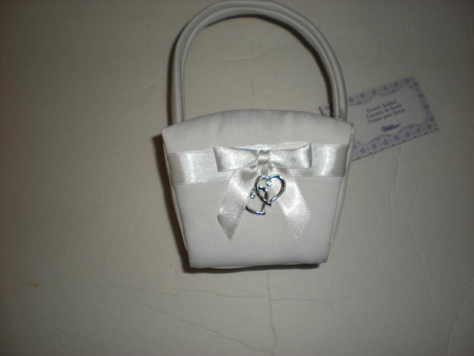 Wilton Wedding White Flower Girl Basket with Heart & Bow Decoration NEW in Box