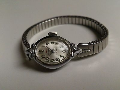Vintage Waltham Ladies Watch Winding 17 Jewels and Operational