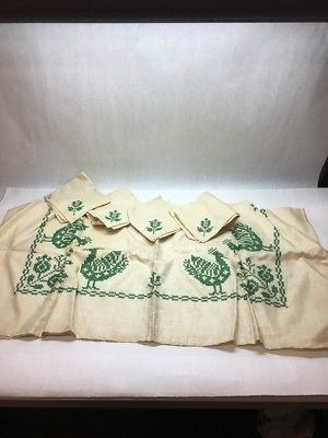 1 VTG HANDMADE CROSS STITCH EMBROIDERED CARD TABLE CLOTH GREEN ROOSTE 4 NAPKINS