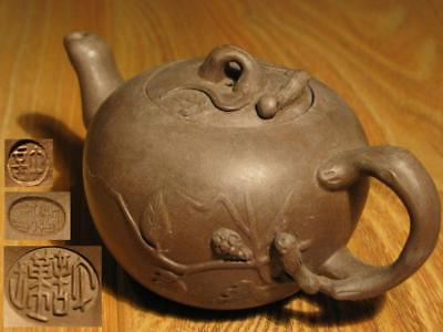 EXCELLENT 12.7cm CHINESE YIXING ZISHA FAMOUS SCHOLAR CARVED TEAPOT