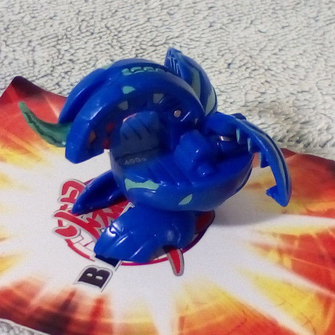 Bakugan Dragonoid Blue Aquos 400G with random metal card