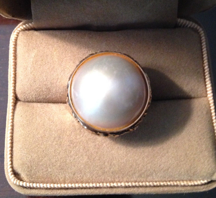 Beautiful 14kt Yellow Gold Mabe Pearl Ring