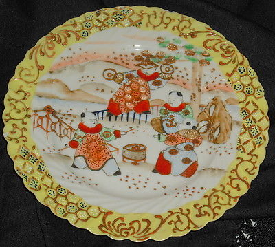 OLD CHINESE EXPORT HAND PAINTED PORCELAIN PLATE, JUGGLERS? YELLOW BORDER